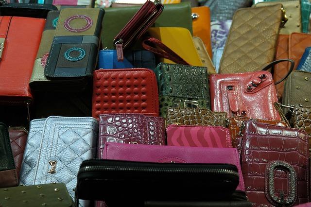 best gift for female boss purse